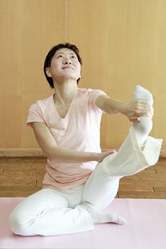 イルチブレインヨガの「座って足を伸ばす体操」