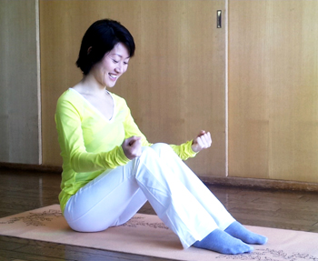 消化不良を改善し、眠気をさますイルチブレインヨガのブレイン体操